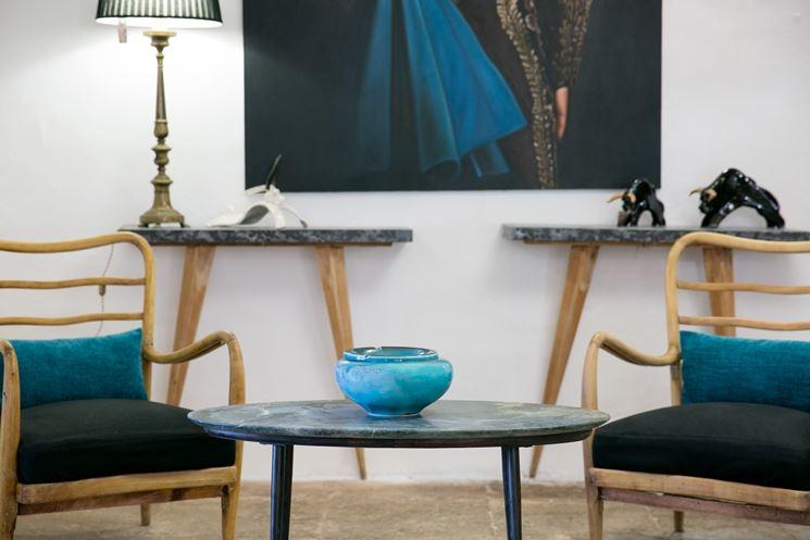 Piccolo tavolo rotondo da soggiorno