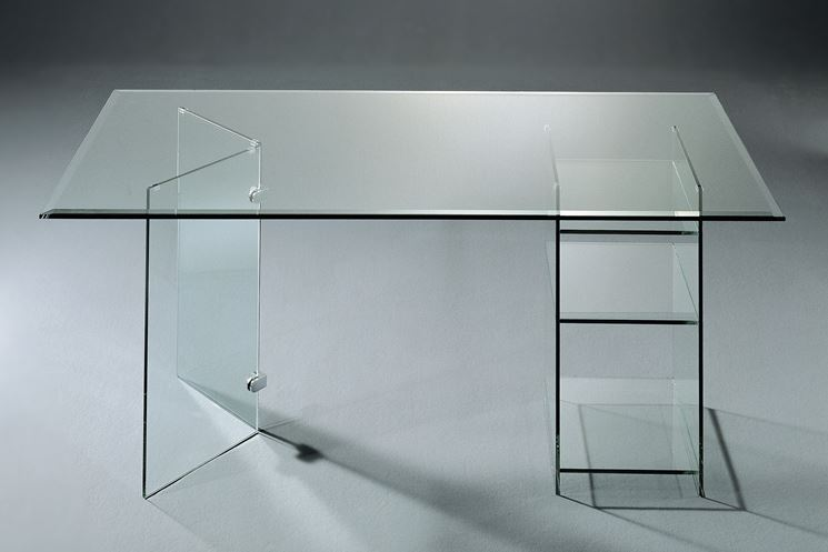 Funzionale tavolo in vetro