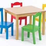 Tavolino con sedie colorate