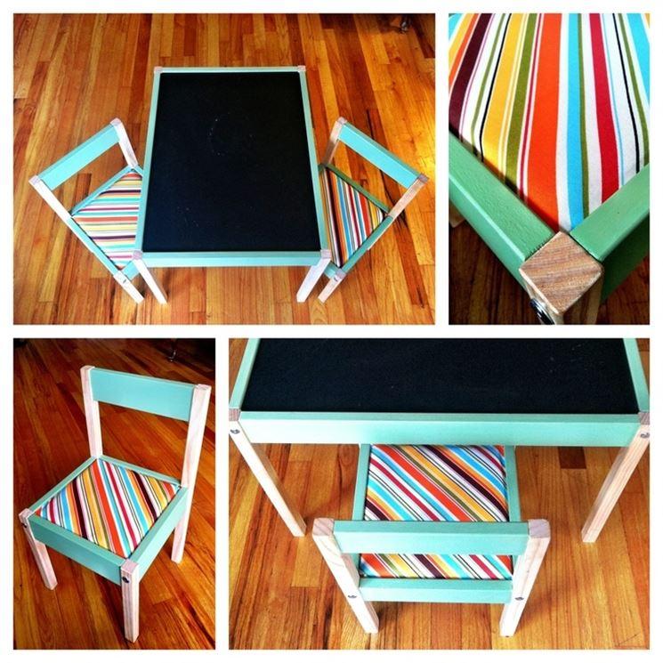 Tavolino e sedie decorate