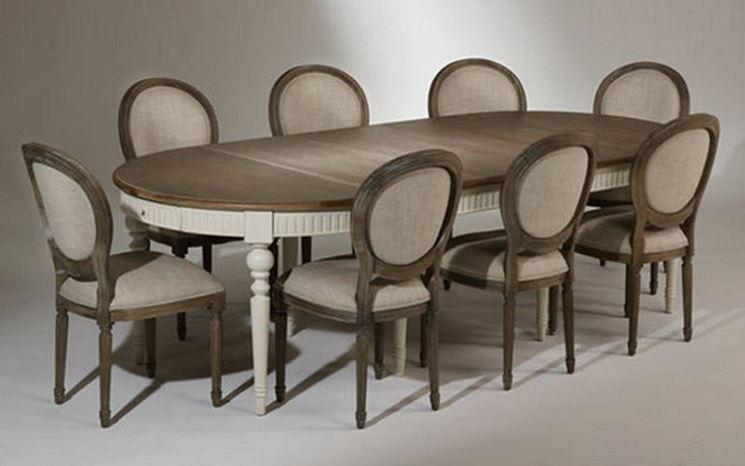 Tavolo estensibile di forma ovale
