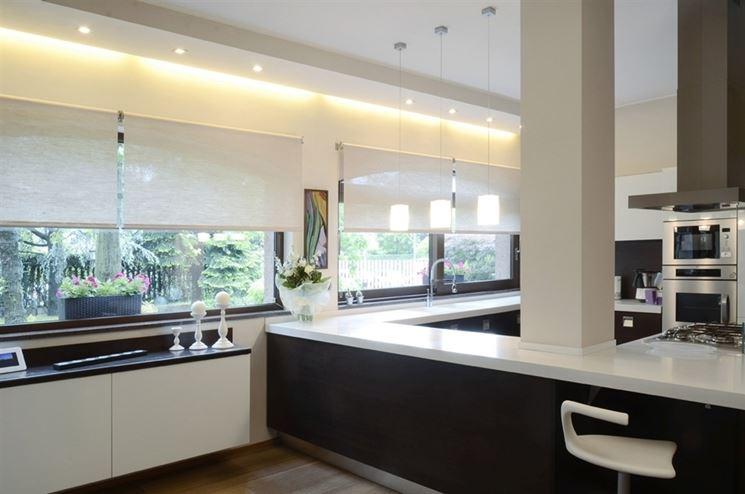 Tende cucina tendaggi per interni modelli e tipologie - Pannelli da cucina ...