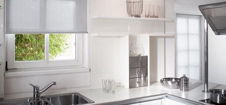 Tende cucina tendaggi per interni modelli e tipologie - Tende a rullo per cucina moderna ...