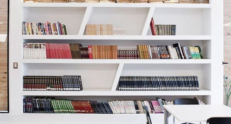 Libreria obliqua in cartongesso