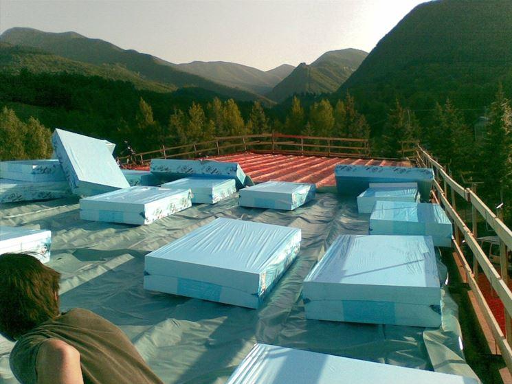 Isolante termico da applicare su un tetto piano
