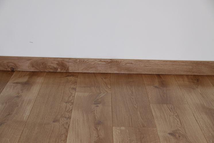 Battiscopa in legno grezzo