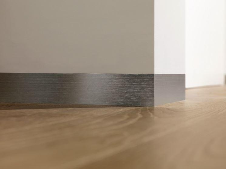 Battiscopa moderno di design