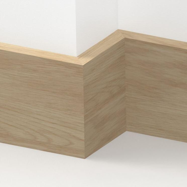 Battiscopa in legno chiaro