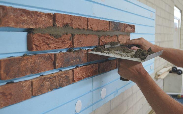Esempio di muro con listelli in cotto