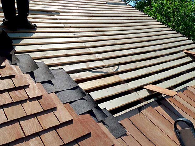 Esterno di un tetto in legno