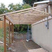 Come costruire una tettoia in legno