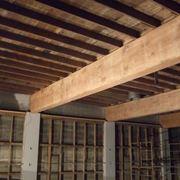 esempio di soffitto con travi in legno