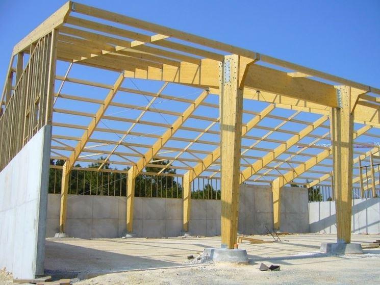 struttura con travi di legno lamellare