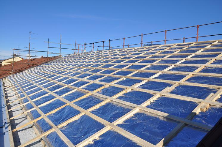 Applicazione di isolante sul tetto