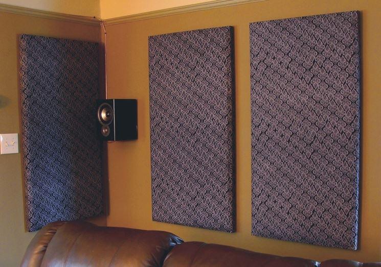 Pannelli fonoisolanti appesi al muro