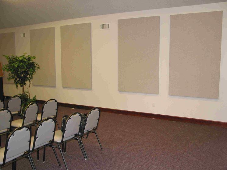 Sala convegni con pannelli isolanti