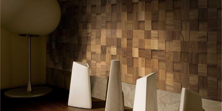 Parete con tasselli in legno