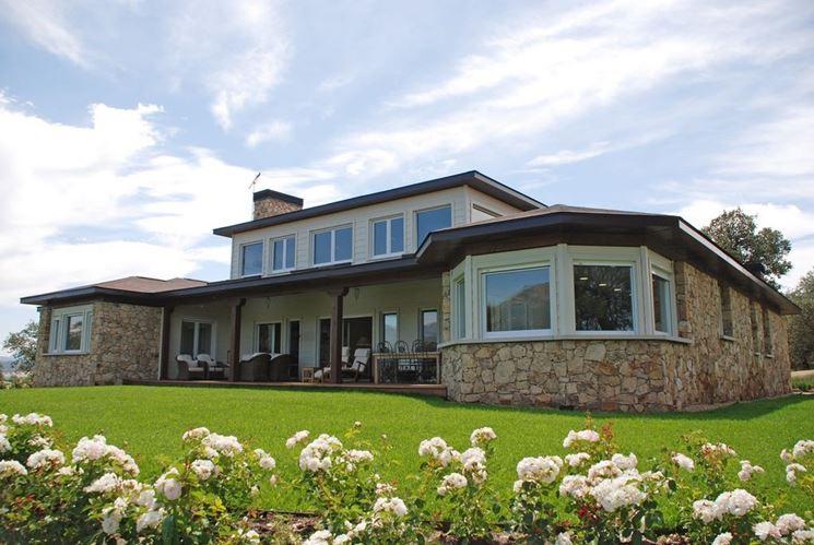 Casa rivestita pietra naturale