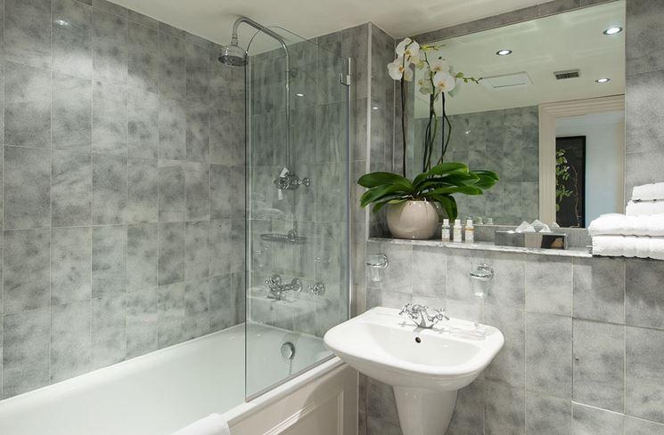 Rivestimento di un bagno con vasca