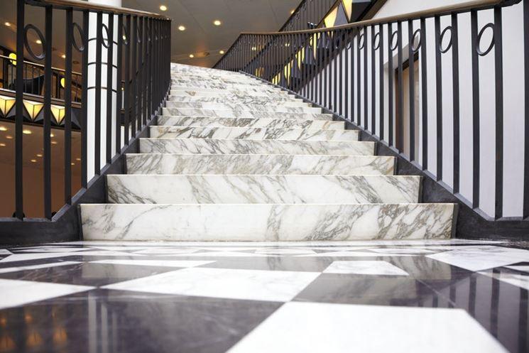 Scalinata marmo