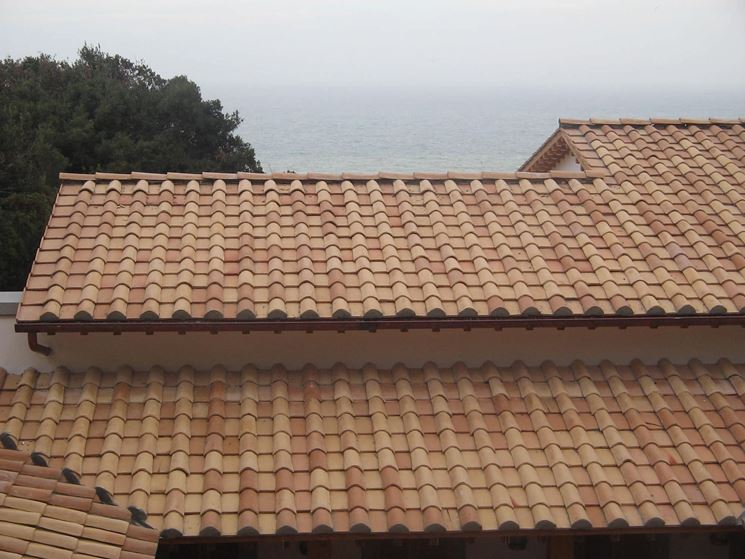 Tegola romana tegole e coppi tegole romane for Tegole del tetto della casetta