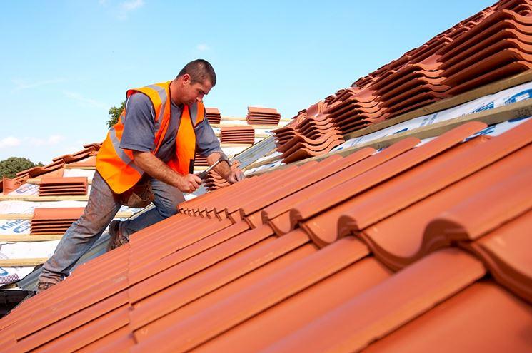 Montaggio tegole tetto