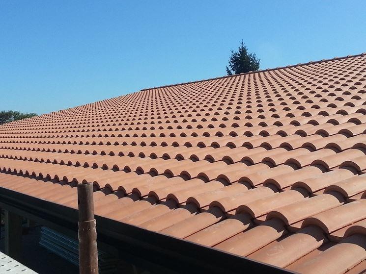 esempio di tetto con tegole portoghesi