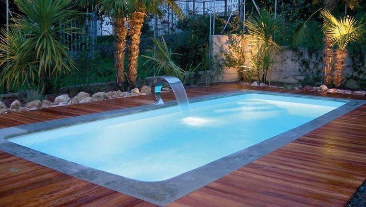 Piccole piscine da giardino finest le piscine da interno for Piscine da giardino